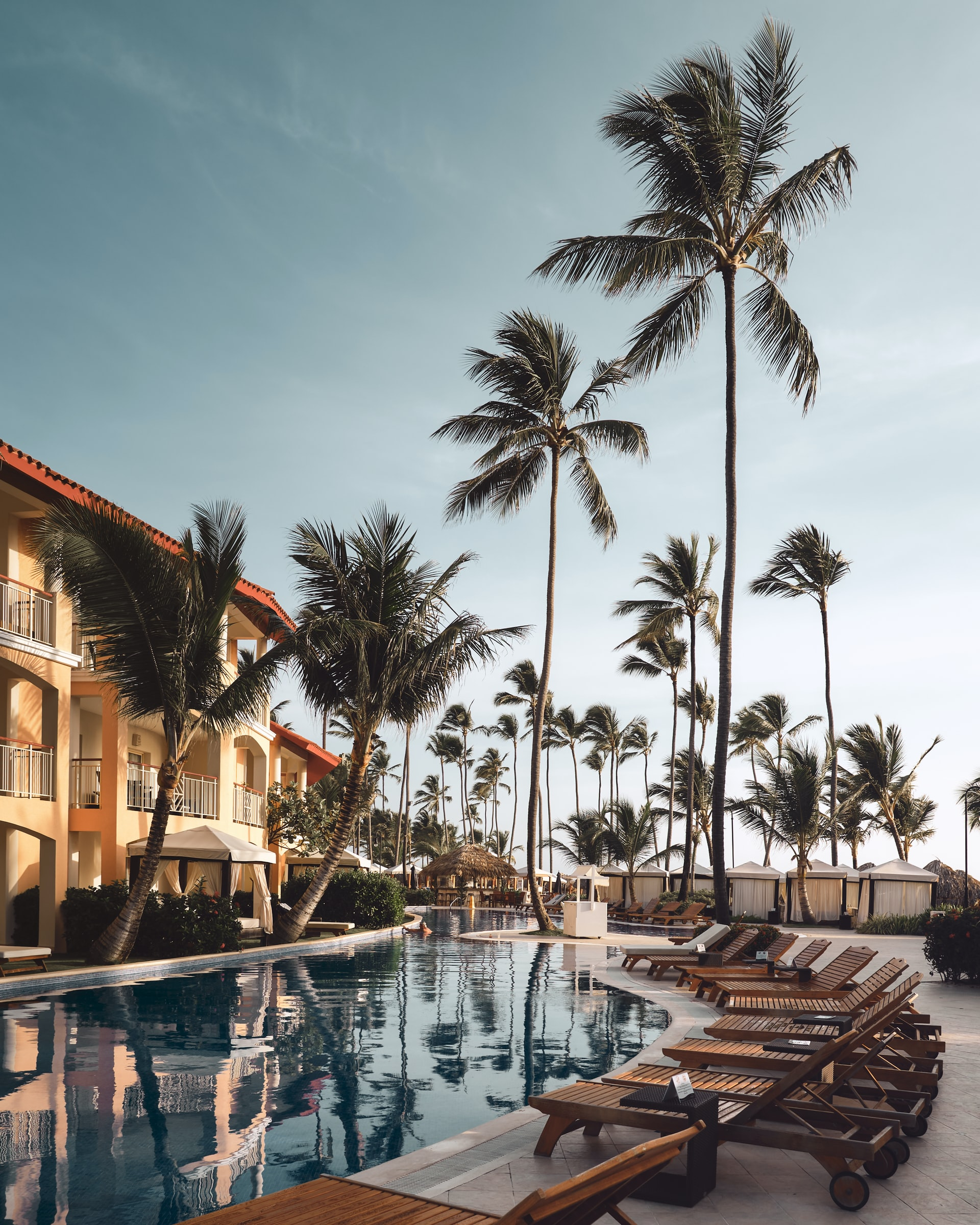 beautiful-hotel-pool